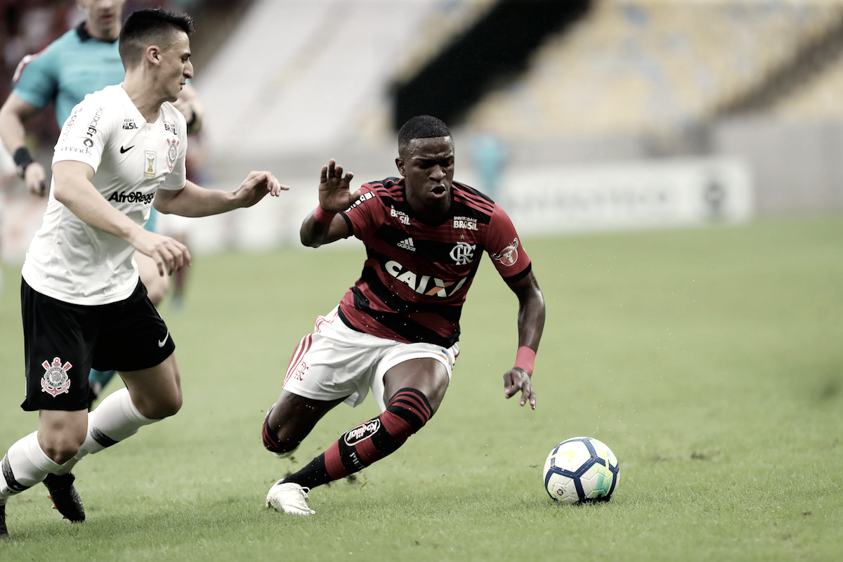 Com gol de Vizeu, Flamengo vence Corinthians e se isola na liderança do Brasileirão