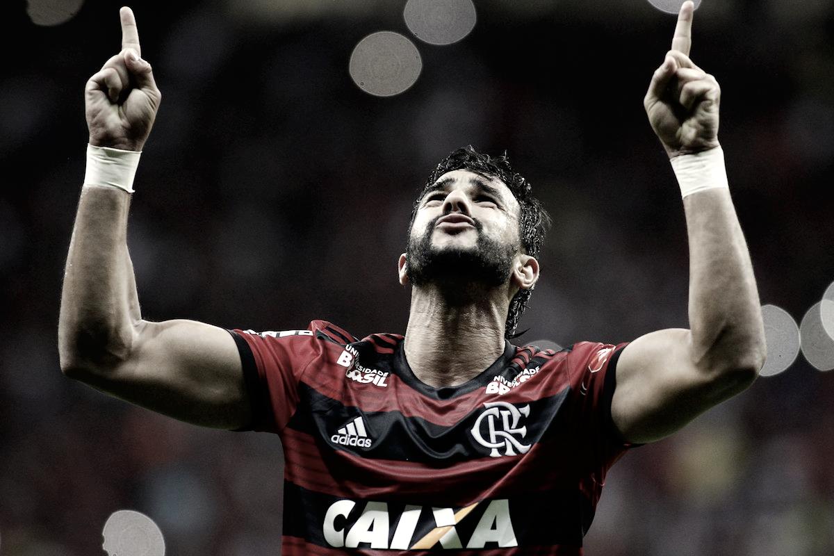 Dourado desencanta, Flamengo vence Fluminense e aumenta vantagem na liderança