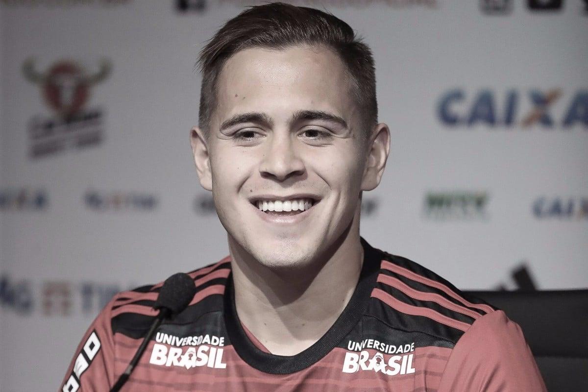 """Piris da Motta é apresentado no Flamengo e afirma: """"Meu estilo de jogo é de muita raça"""""""