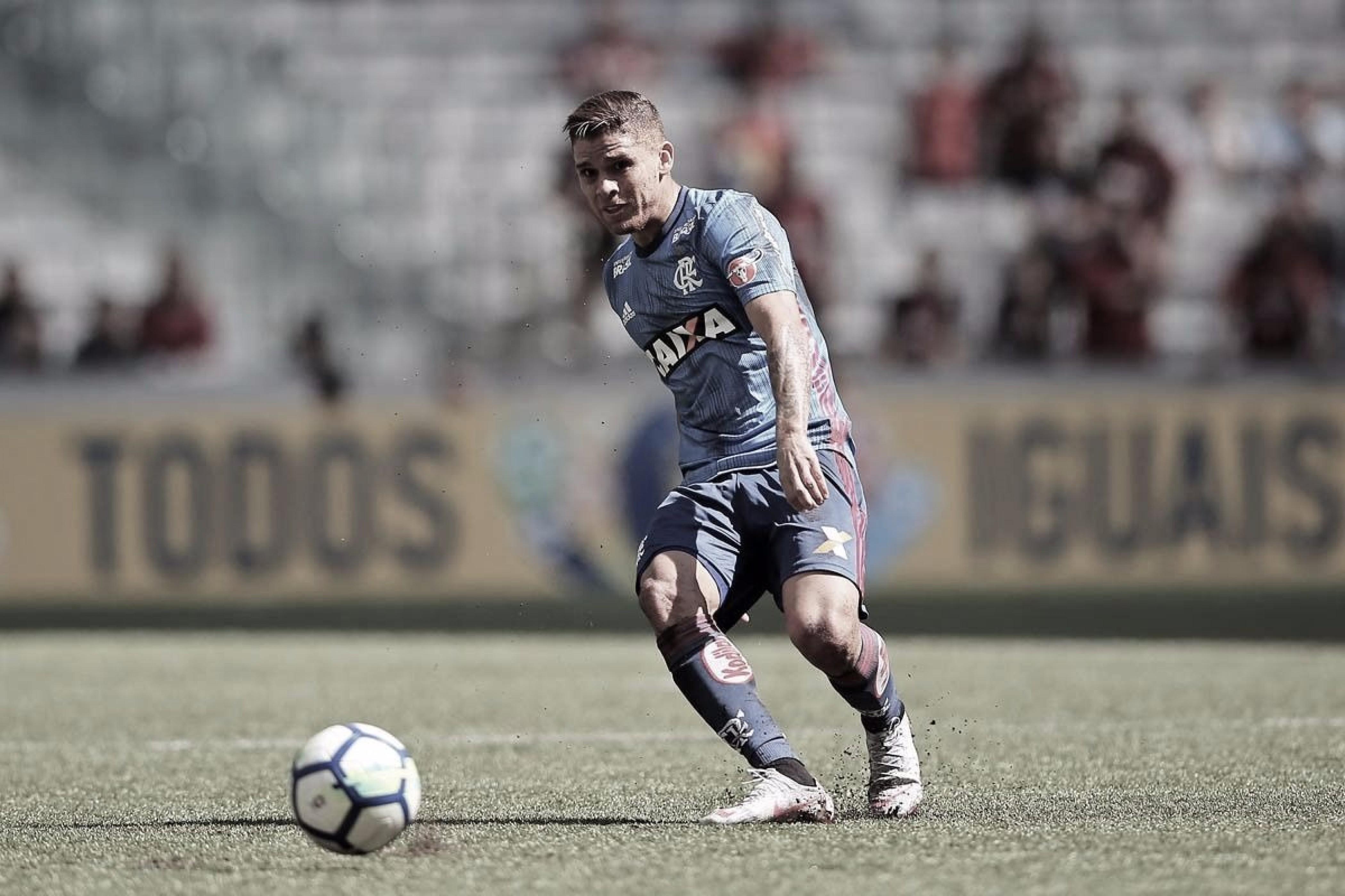 Cuéllar é punido, mas Flamengo consegue efeito suspensivo e volante enfrentará Atlético-MG