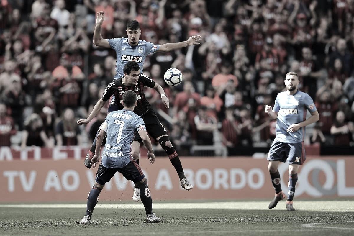 Avassalador nos minutos iniciais, Atlético-PR atropela o Flamengo na Arena da Baixada