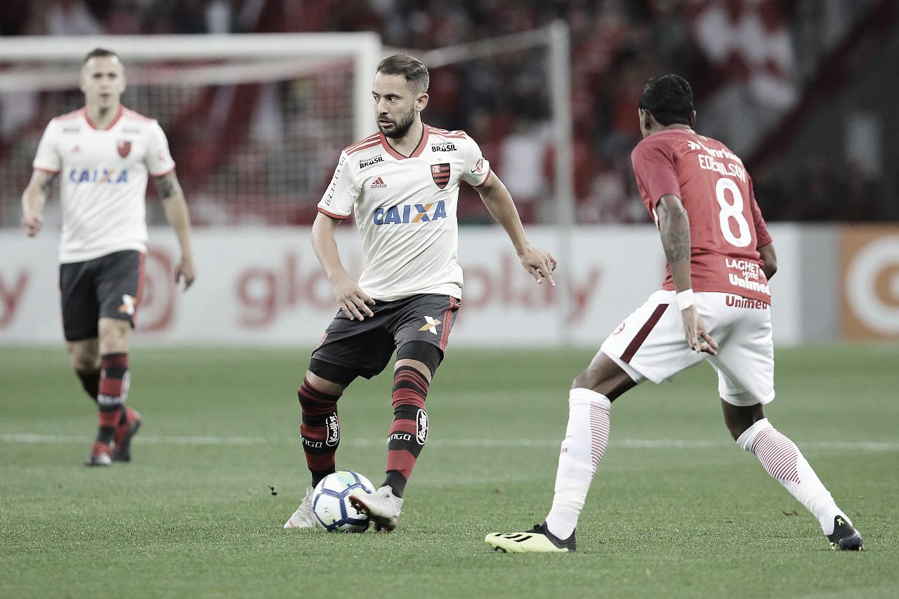Postulantes ao título, Internacional e Flamengo fazem jogo de seis pontos no Brasileirão
