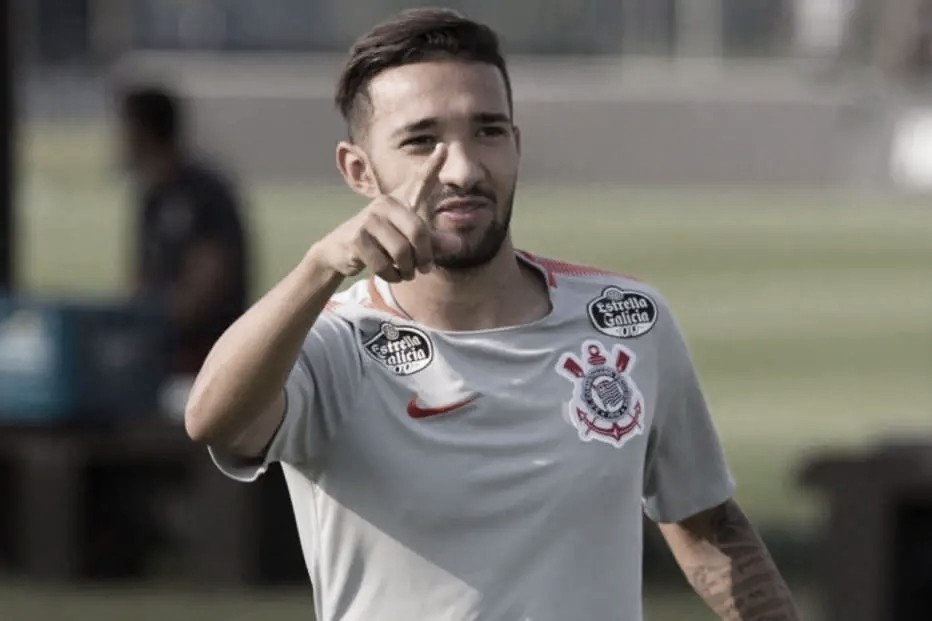 Clayson é apenas advertido e está apto a atuar pelo Corinthians na final do Paulistão