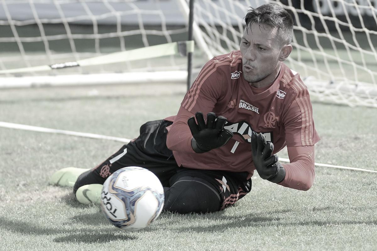"""Diego Alves ganha nova chance no Flamengo e ataca antiga diretoria: """"Tudo foi muito mal gerido"""