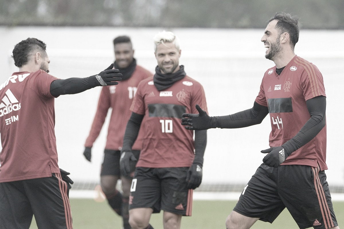 """Provável titular, Rhodolfo brinca sobre escalação e elogia Abel: """"Ele quer o melhor para o time"""""""