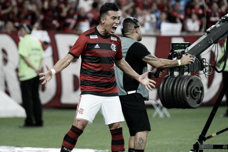 Santos se aproxima da contratação de Fernando Uribe, do Flamengo