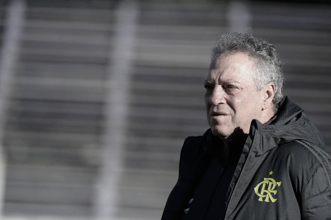 """Após vencer o Corinthians, Abel critica primeiro tempo do Fla: """"Um time que não conhecia"""""""