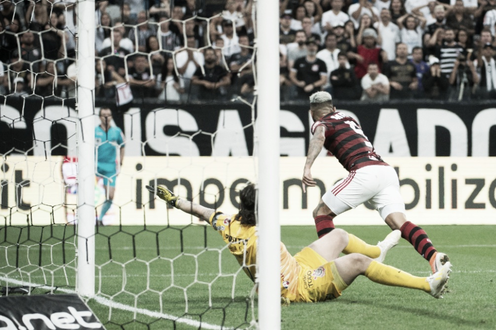 Gabigol marca, e Flamengo arranca empate contra o Corinthians em Itaquera