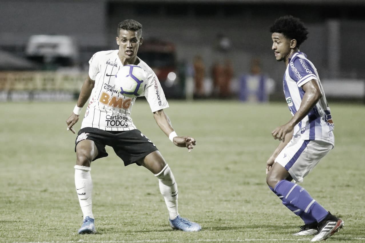 CSA bate Corinthians pela primeira vez na história e segue vivo contra rebaixamento