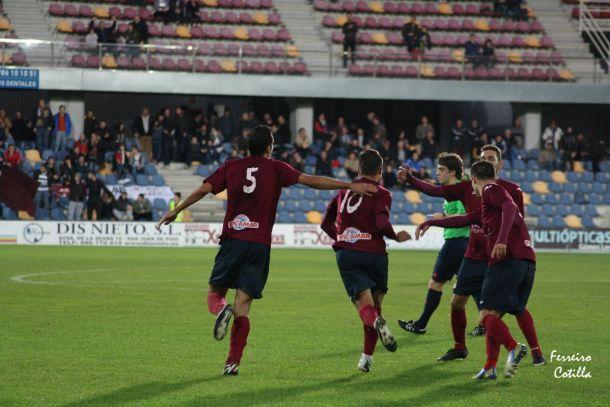 El Pontevedra suma y sigue tras su victoria en As Pontes - Vavel.com