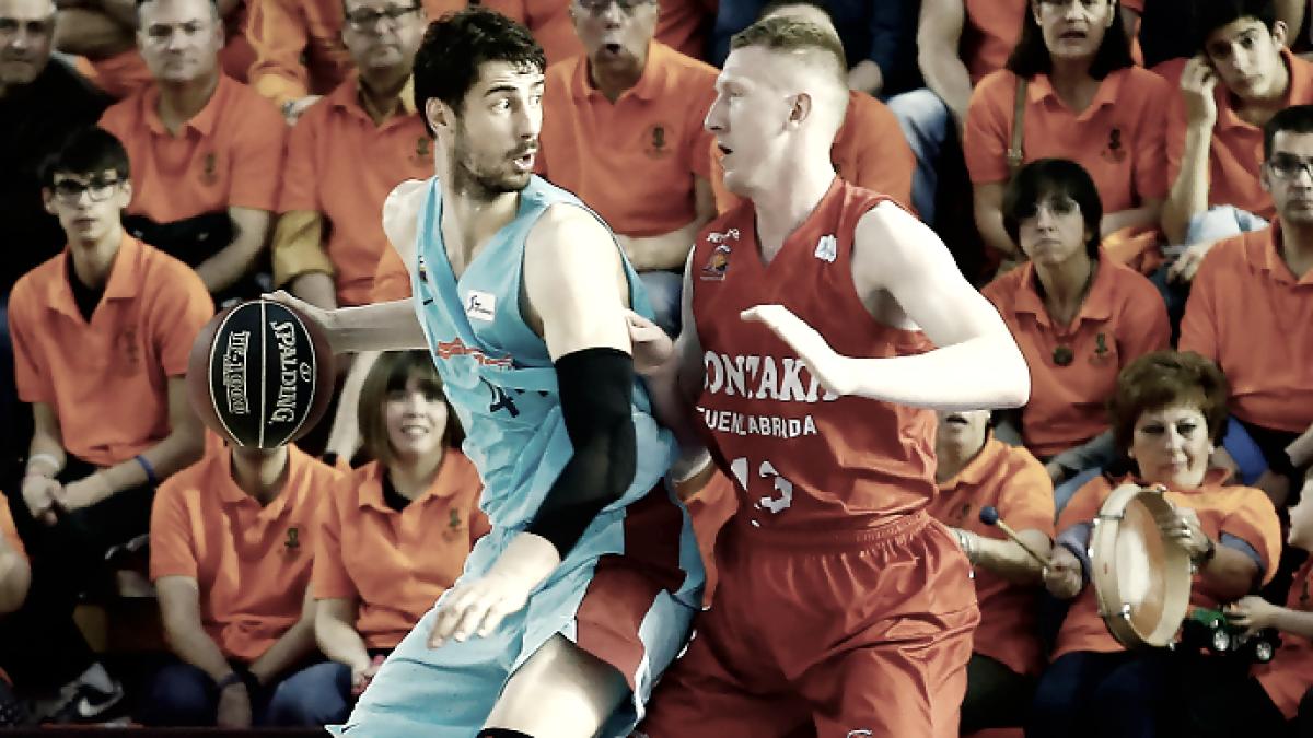 Smits defiende a Tomic. | Fuente: ACB.com