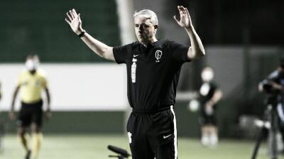 "Tiago Nunes valoriza vitória fora de casa contra Goiás: ""Resgata a autoestima de todos"""