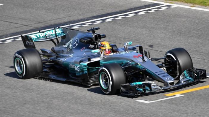 Novos F1 já rolam e Hamilton brilha em Barcelona