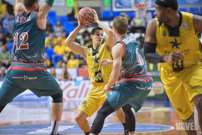 Fotos e imágenes del Iberostar Tenerife - Baloncesto Sevilla; 30ª jornada de la ACB