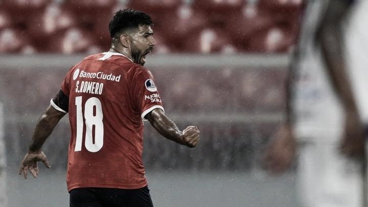 El Chino Romero festejando su gol (Foto: CAI Oficial).