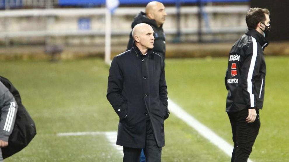 David Bettoni dirigiendo el partido ante la ausencia de Zidane