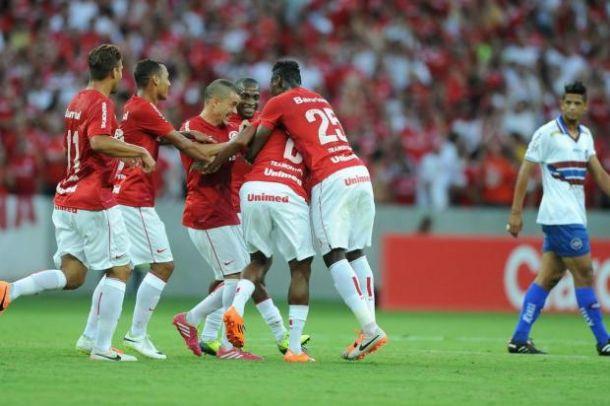 Após partida, Abel Braga elogia Rafael Moura e postura da equipe