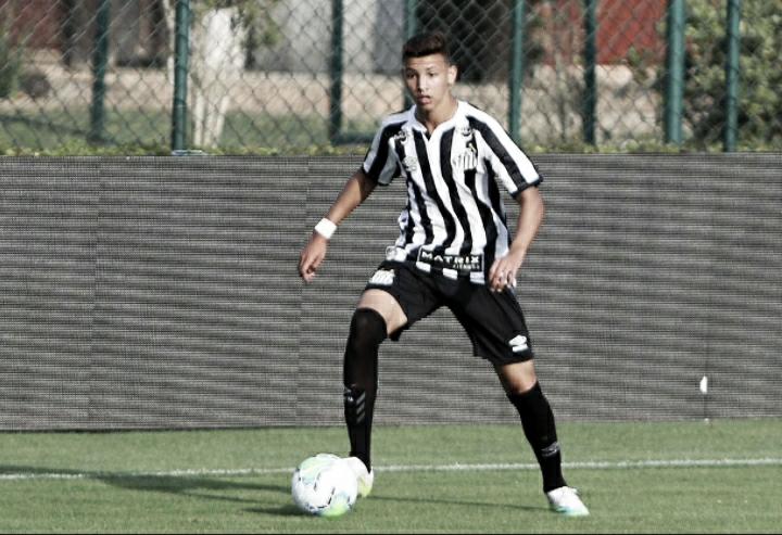 Atacante Deivid é uma das boas promessas do Santos no Brasileirão Sub-17