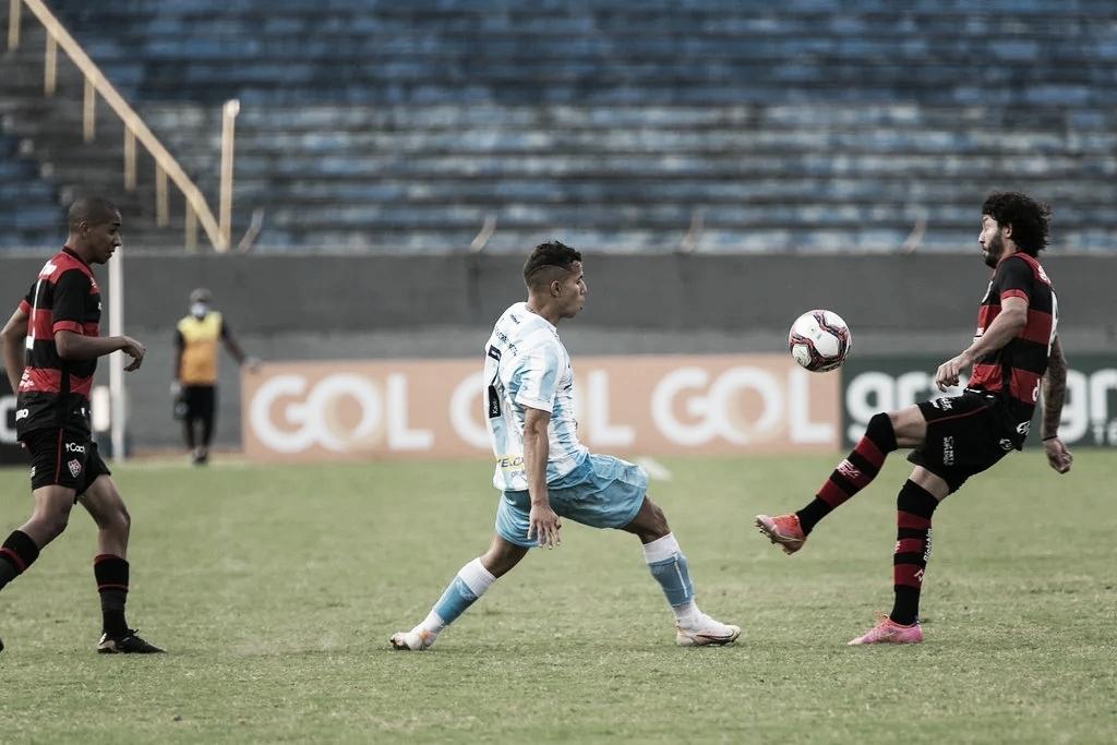 Em jogo de poucas chances, Londrina bate Vitória no reencontro com torcedor
