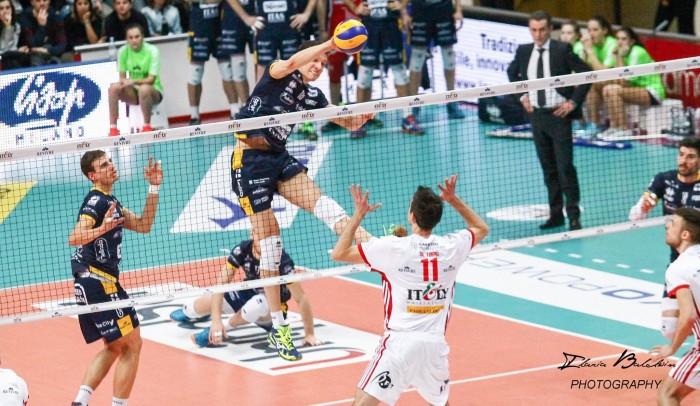 Volley M - La Lube rafforza il suo primato. L'Azimut Modena cade a Verona e Roberto Piazza si dimette