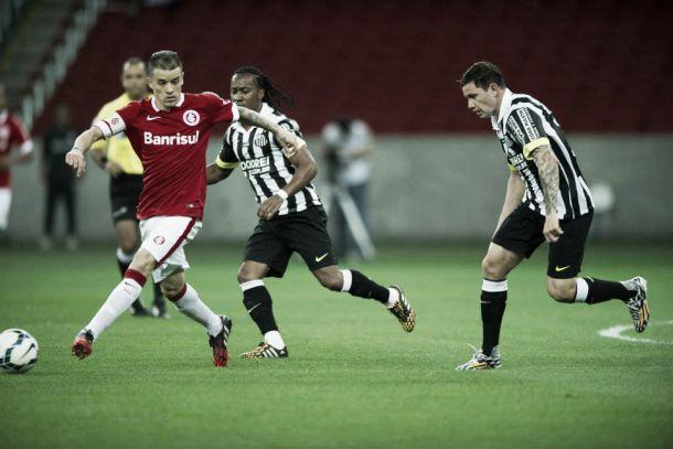 Internacional vence Santos e assume terceira posição