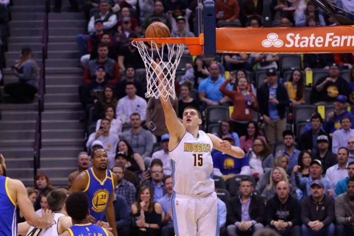 NBA - Pioggia di triple a Denver: i Nuggets asfaltano Golden State (132-110)