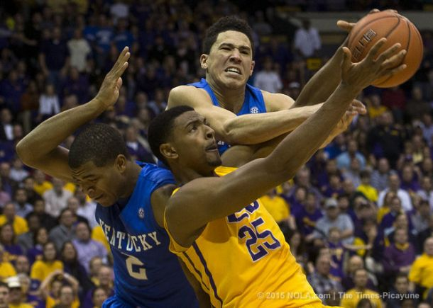 #1 Kentucky Escapes Death Valley Now 24-0 After Tussling With LSU