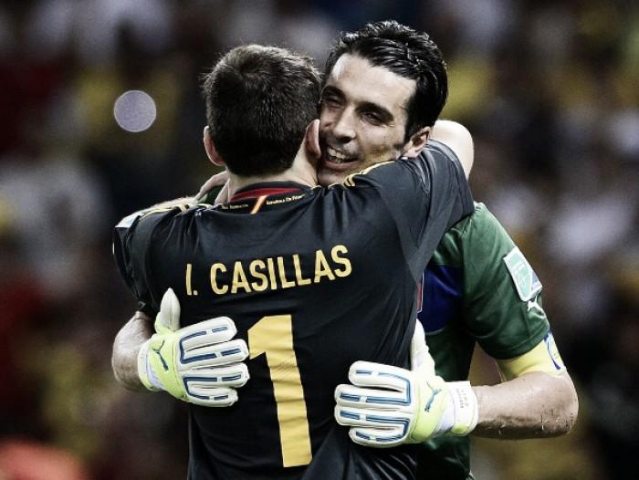 """Casillas 'consola' Buffon e lamenta aposentadoria da Azzurra: """"Uma lenda"""""""