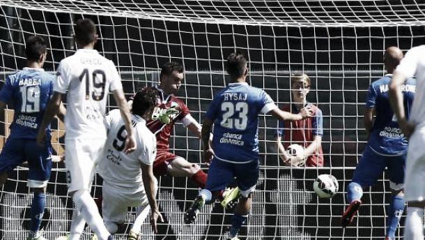 Il Verona batte in rimonta l'Empoli, ma senza gol di Toni