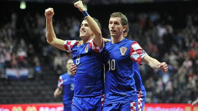 Croacia entra a los cuartos de final tras vencer 5-4 a República Checa