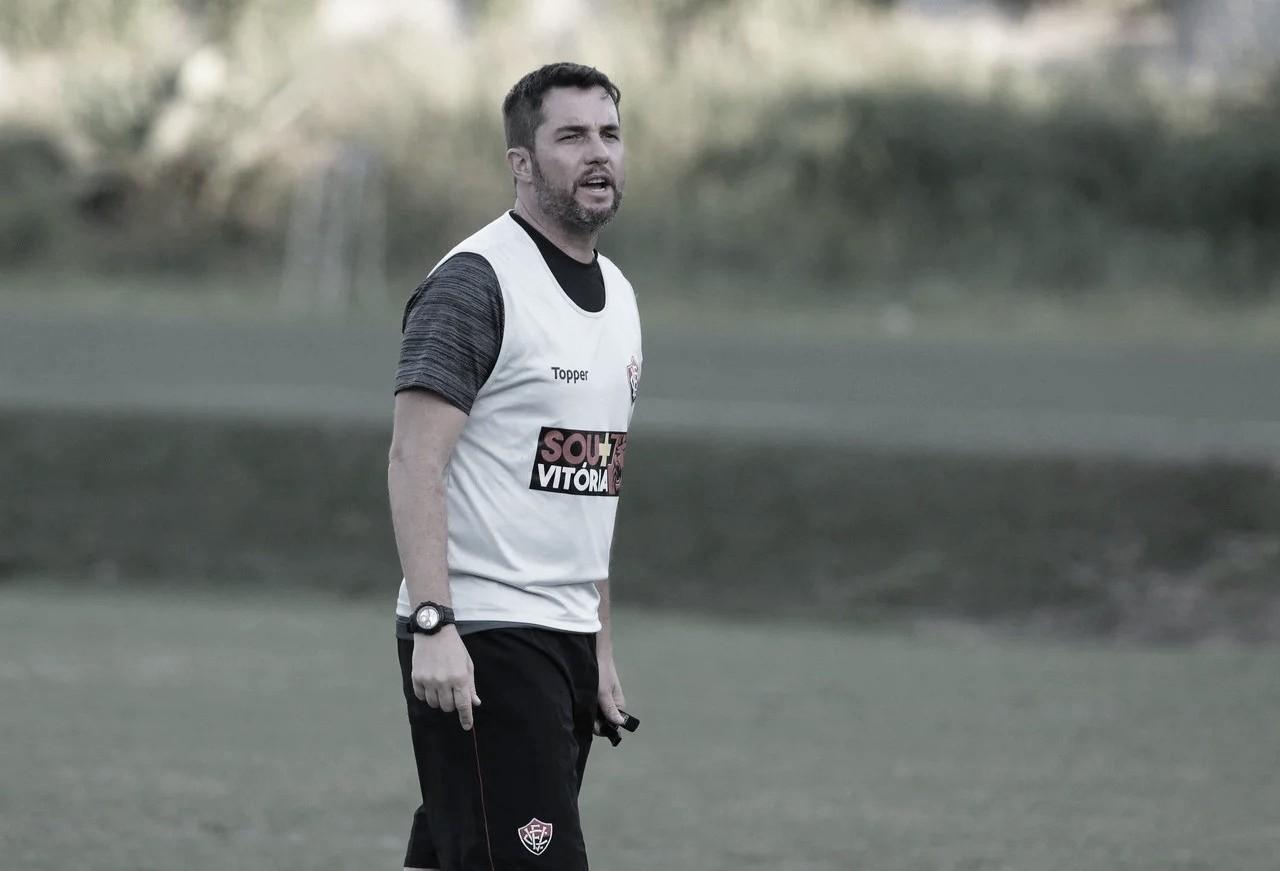 """Osmar Loss admite alívio após quebra de jejum do Vitória: """"Carga emocional muito forte"""""""