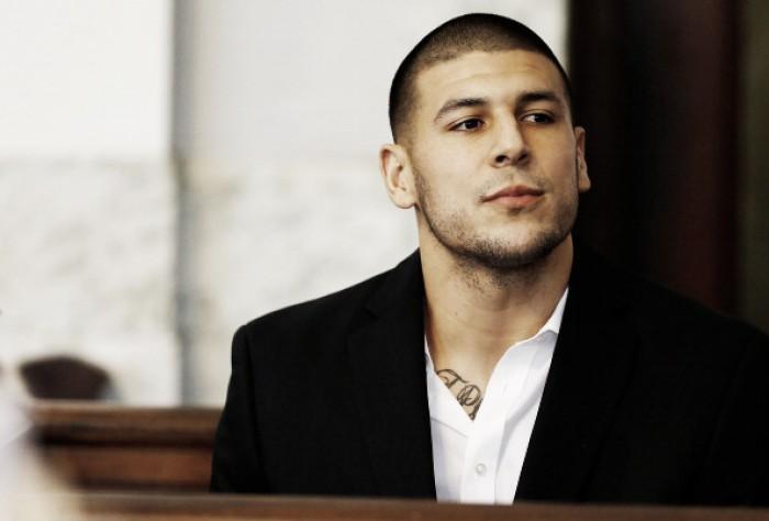 Ex-jogador dos Patriots, TE Aaron Hernandez é encontrado morto na prisão