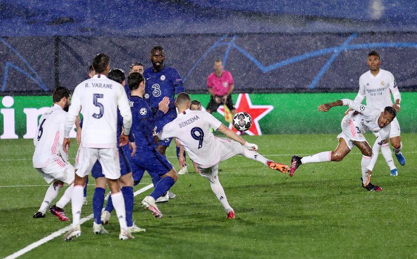 Benzema riprende Pulisic: il Chelsea strappa l'1-1 al Real Madrid