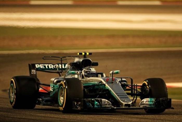 F1, Gp Bahrain - Ferrari ridimensionata, Bottas stellare