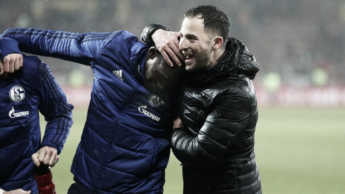 """Mesmo com triunfo, Domenico Tedesco critica postura do Schalke 04: """"Vitória foi uma sorte"""""""