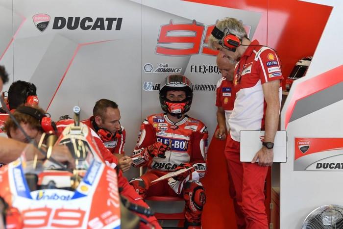 """MotoGP, Lorenzo: """"Soffriamo, ma voglio riportare in alto la Ducati"""""""
