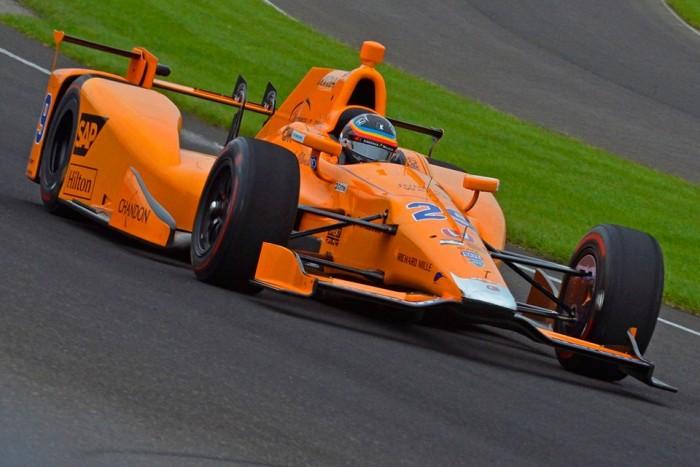Alonso debutta alla 500 Miglia di Indianapolis, lo spagnolo testa l'ovale americano