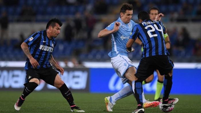 Klose e Candreva stendono l'Inter, è 2-0 e la Lazio torna a sperare nell'Europa