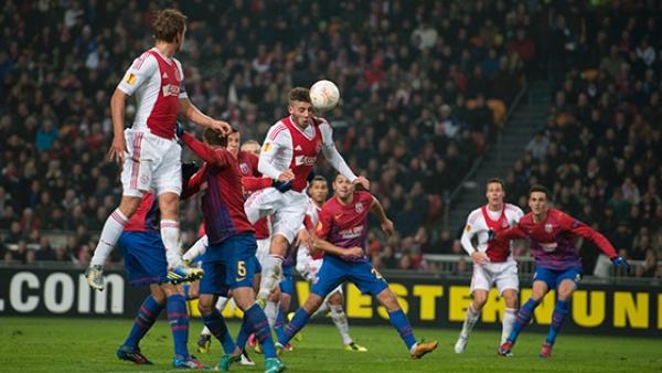 El Ajax hace su trabajo contra un inexistente Steaua