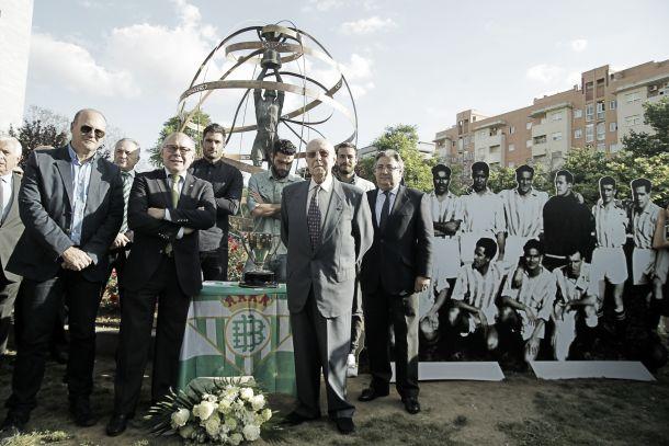 El Real Betis consuma el homenaje a los campeones de 1935