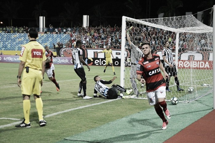 Atlético-GO sai na frente, perde pênalti e cede empate ao Santos