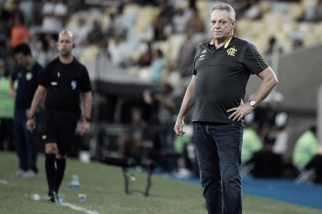 """Abel Braga elogia classificação do Flamengo e comenta críticas: """"Foi uma semana pesada"""""""
