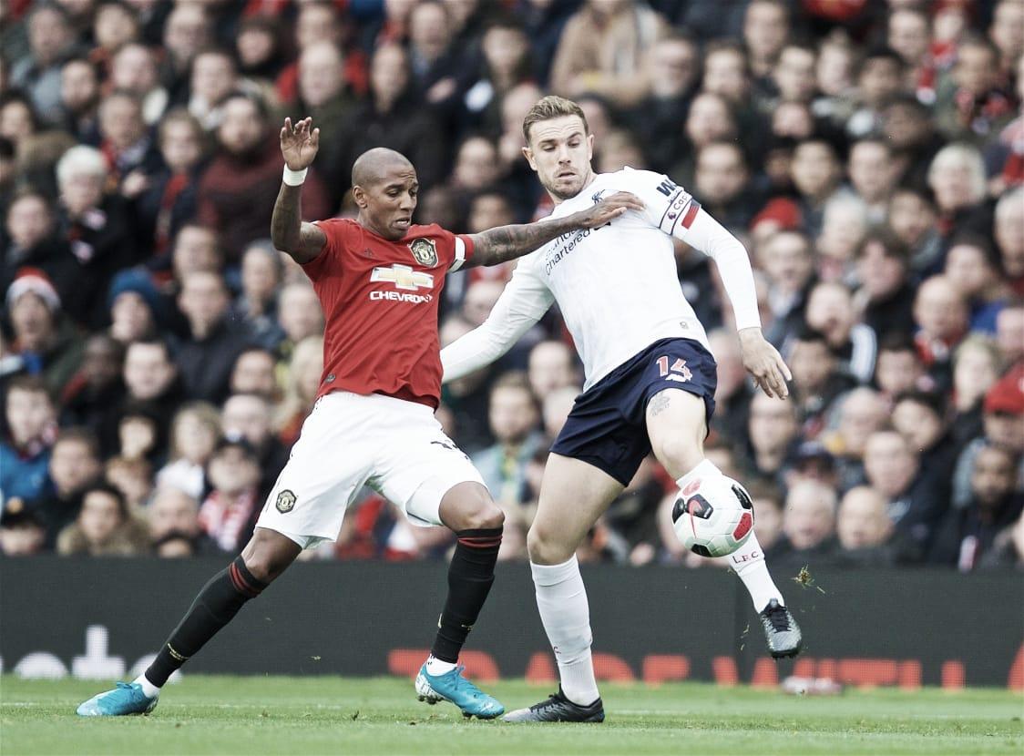 Liverpool marca no fim e busca empate no clássico com Man United