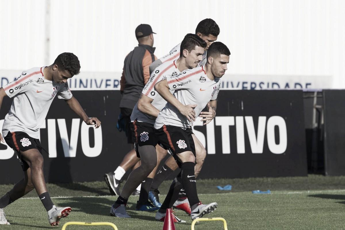 Em desvantagem, Corinthians recebe Colo-Colo por vaga nas quartas da Libertadores