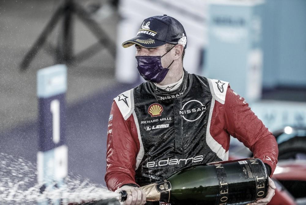Rowland conquista a primeira vitória na Fórmula E; brasileiros decepcionam