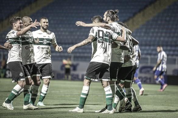 Coritiba supera Avaí na Ressacada e garante mais uma rodada na liderança da Série B