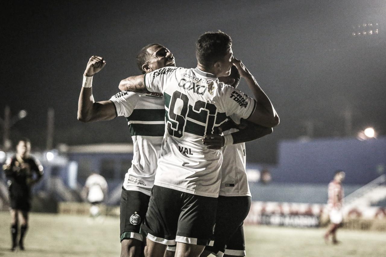Igor Paixão decide, Coritiba vence Vila Nova e sobe na tabela da Série B
