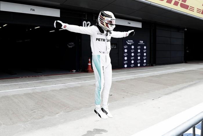 Mercedes continúa con su dominio