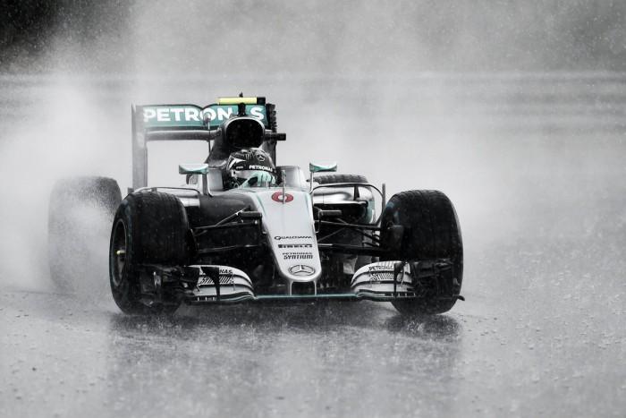 Rosberg se quedó con una caótica clasificación
