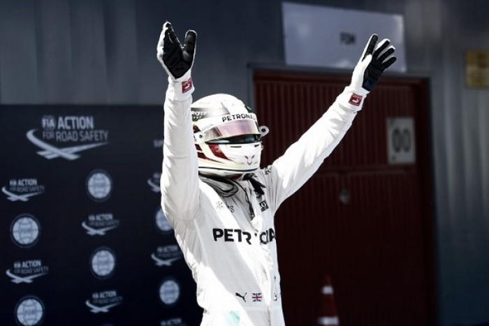 Hamilton largará adelante